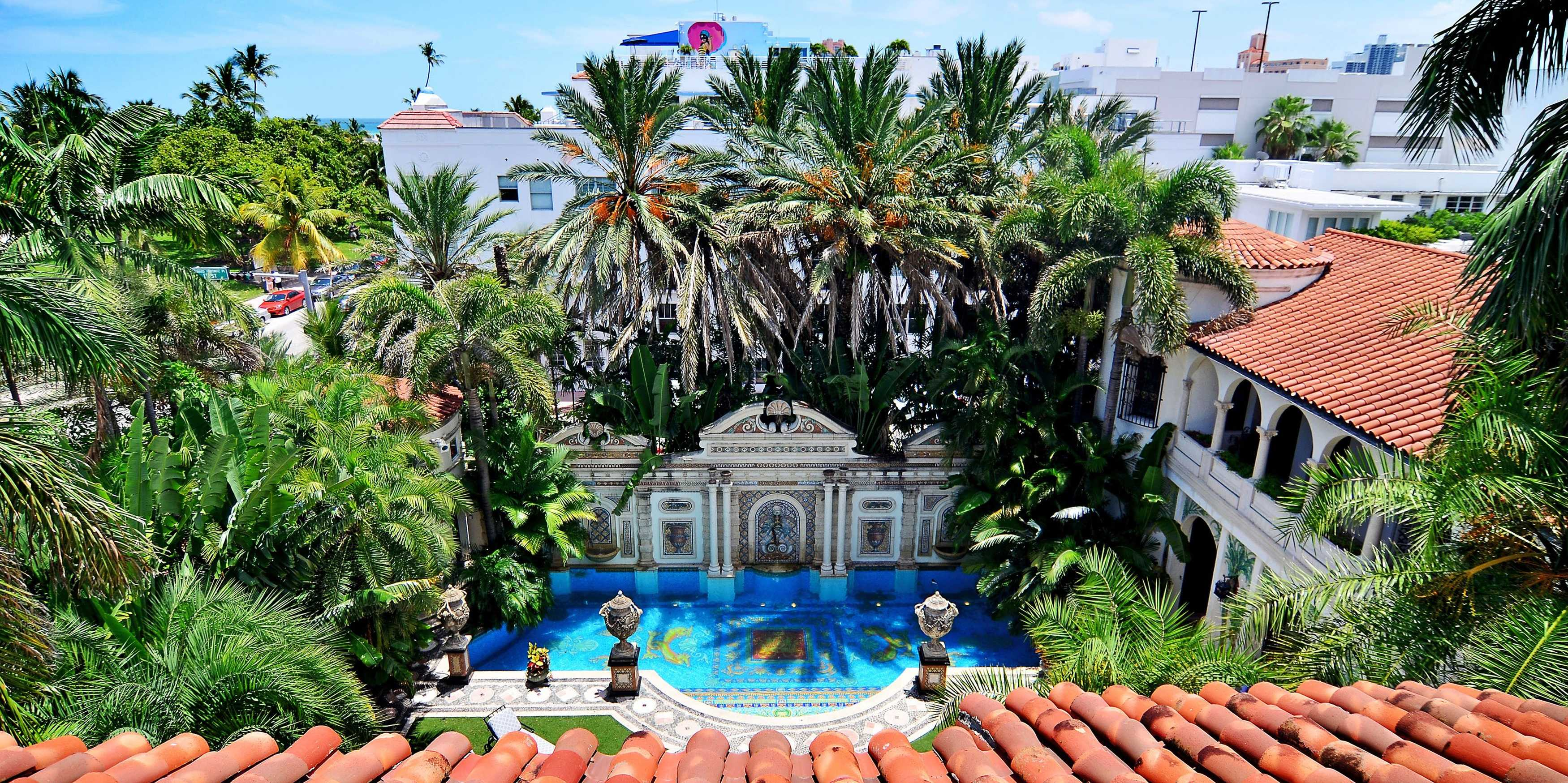 new-photos-of-the-opulent-versace-mansion-in-miami