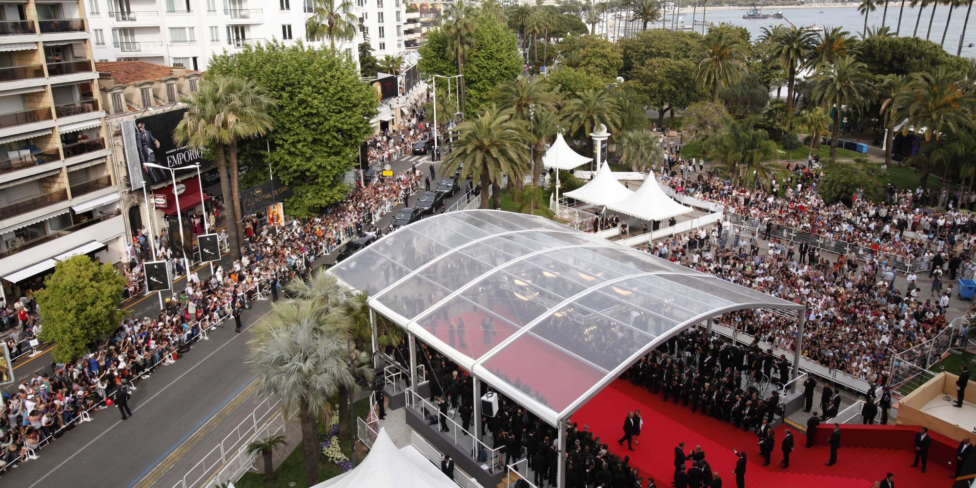 "A general view shows the red carpet before the opening ceremony and the screening of ""Midnight in Paris"" presented out-of-competition at the 64th Cannes Film Festival on May 11, 2011 in Cannes. AFP PHOTO POOL / VIRGINIA MAYO / AFP PHOTO / POOL / VIRGINIA MAYO"